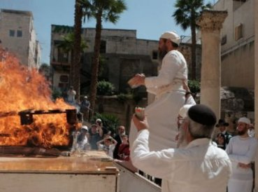 nuevo-sumo-sacerdote-es-elegido-en-israel_369x274_exact_1472571771